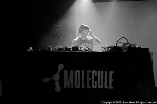 molecule-live-1